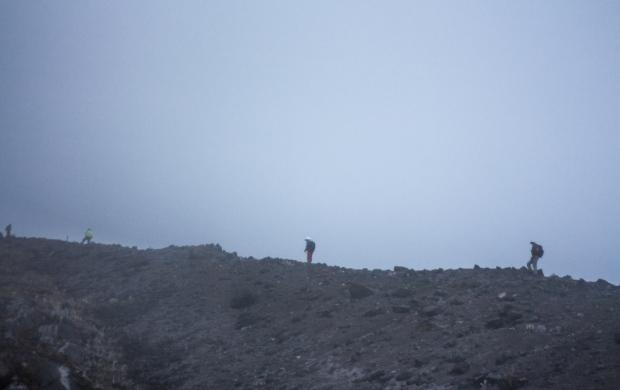 acompañados por el bullicio de la montaña